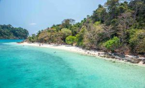 Playa de Koh Rang, en el parque nacional de Koh Chang, viaje a Tailandia. Indika Viajes